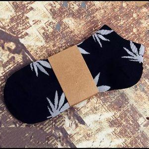 NEW Black Ankle Leaf Socks